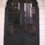 pintu utama besi tempa